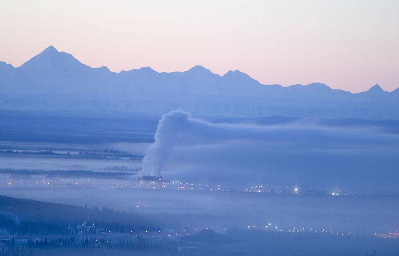 Fairbanks - dym rozpływa się pod inwersją. Z uwagi na szczególne warunki nie rozwiewa się.