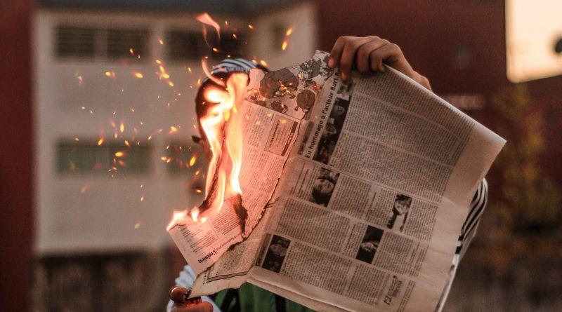 Cyklon bombowy uderza w dziennikarzy